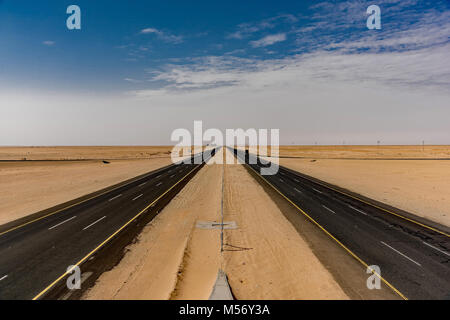 Looking West and East on the highway from Taif to Riyadh. Taken from an overpass about halfway through the journey. - Stock Photo