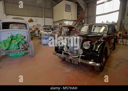 Classic Car Workshop Filled With Projects Stock Photo Alamy - Classic car projects