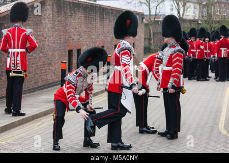 Windsor, UK. 21st February, 2018. Members of the Drum Corps Coldstream Guards prepare to attend the Major General's - Stock Photo