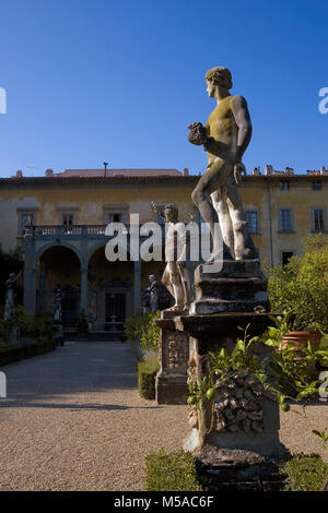 Giardino Corsini al Prato, Florence, Tuscany, Italy: view of the palace down the main avenue with statues in the - Stock Photo
