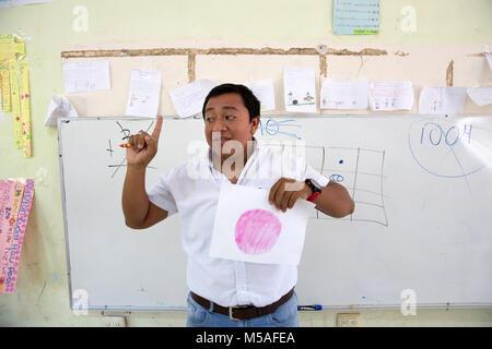 Headmaster Jose Manuel Cen Kauil teaching a Mayan mathematicsclass at Ignacio Ramirez Calzada primary school in - Stock Photo