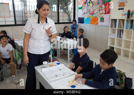 Guillermina Perez Perez teaches a Mayan mathematics class at Escuela Modelo primary school in Merida, Yucatan, Mexico - Stock Photo