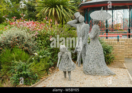 Wire Sculptures Depicting a Family and the Bandstand at Glenside, Saltburn-by-the-Sea - Stock Photo