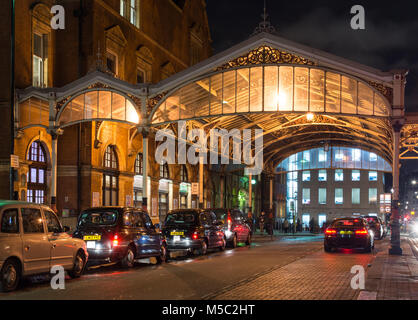 London, England, UK - January 16, 2018: Traditional London taxis queue to pick up commuters at Chiltern Railways' - Stock Photo