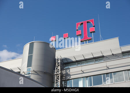 Bonn, Germany. 22nd Feb, 2018. Deutsche Telekom annual news conference: Magenta T on the roof of the Deutsche Telekom - Stock Photo