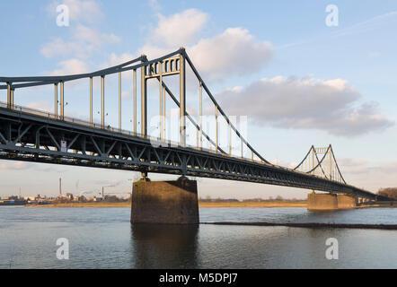Krefeld-Uerdingen, Rheinbrücke, 1933-1936  erbaut. Entwurf: Friedrich Voß - Stock Photo