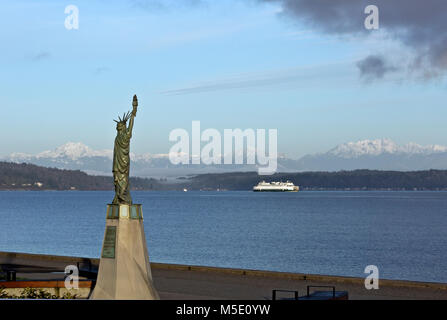 WA13617-00...WASHINGTON - Replica of the Statue of Liberty located on Alki Beach in West Seattle with view of the - Stock Photo