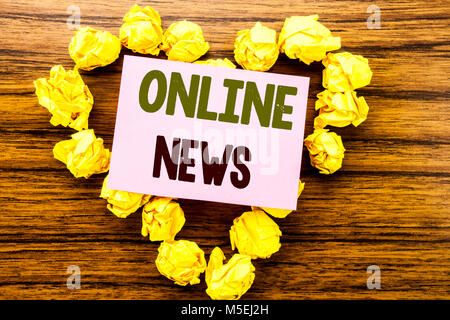 Word, writing Online News. Business concept for Online Newspaper Article written on sticky note paper on wooden - Stock Photo