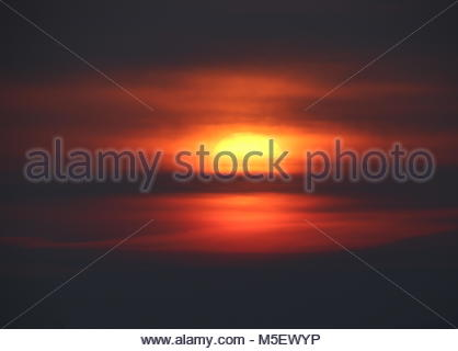 Dundee, UK. 23rd February 2018. Hazy sunrise over Tay Estuary on a cold day in Tayside.  Credit:  Stephen Finn/Alamy - Stock Photo