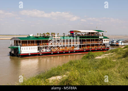 Bagan, Myanmar, December 27 2017: Boat jetty of the irrawaddy river in bagan - Stock Photo