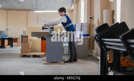Worker and printing machine, polygraph industry