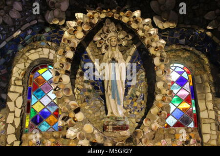 unique shell chapel in guernsey. This is the third attempt made by Brother Deodat in 1914 - Stock Photo