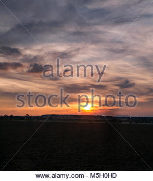 East Lothian, Scotland, 23rd February 2018. UK Weather: Dramatic sunset with wispy cloud formations. The view is - Stock Photo