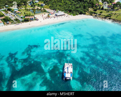 Mystic Cruises tourist Catamaran, Turner's Restaurant, Turner's Beach, Picarts Bay, Antigua - Stock Photo