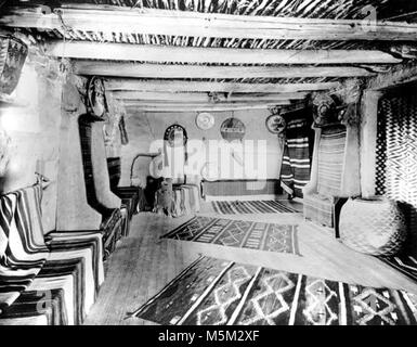 Grand Canyon Historic Hopi House Interior c  . Upstairs sales room in hopi house. Benches around room draped with - Stock Photo