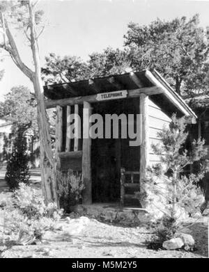 Grand Canyon Historic Bright Angel Lodge Exterior . BRIGHT ANGEL LODGE CABINS TELEPHONE BOOTH.  CIRCA 1940S-1950S. - Stock Photo