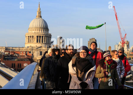 Millennium Bridge, London, 24th Feb 2018. Londoners and tourists enjoy a beautifully sunny but freezing cold and - Stock Photo
