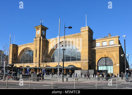 Kings cross railway station departure concourse steel - Kings cross ticket office opening times ...