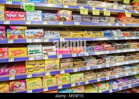 Florida, FL, South, Miami Beach, SoBe, Walgreens, pharmacy, drug store, candy, treats, M&M, chocolate bar, products, display sale product, shelf shelv