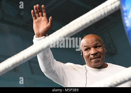 Yekaterinburg, Russia. 25th Feb, 2018.  Former US heavyweight boxing champion Mike Tyson waves during a master class - Stock Photo