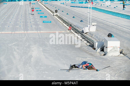 Pyeongchang, South Korea. 25th Feb, 2018. Jessica Diggins of USA collapses at finish line after finishing in 7th - Stock Photo