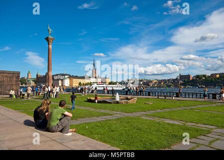 People relaxing in the City Hall park (Stadshusparken) near a pillar with bronze statue of Engelbrekt Engelbrektsson, - Stock Photo