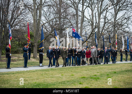 (Front row) Australian Prime Minister Malcolm Turnbull (left) is escorted by Maj. Gen. Michael Howard (center), - Stock Photo