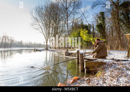 Henlow Bridge Lakes, Bedfordshire, UK, 27th February 2018. UK Weather: Fisherman Tony Mills from the Luton area - Stock Photo