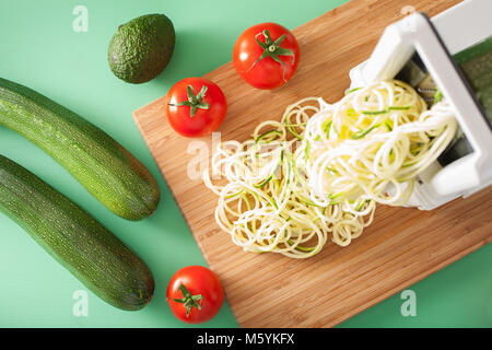 spiralizing courgette raw vegetable with spiralizer - Stock Photo