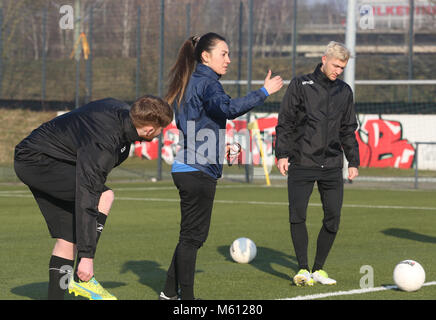 20 February 2018, Germany, Oberhausen: Duygu Erdogan (front), assistant coach of soccer club Rot-Weiss Oberhausen, - Stock Photo