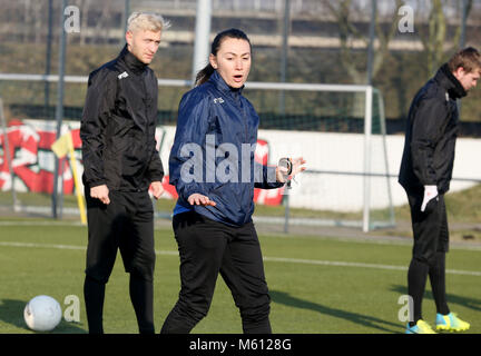 20 February 2018, Germany, Oberhausen: Duygu Erdogan (C), assistant coach of soccer club Rot-Weiss Oberhausen, supervises - Stock Photo