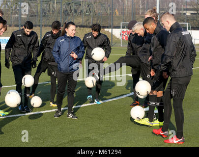 20 February 2018, Germany, Oberhausen: Duygu Erdogan (3rd L), assistant coach of soccer club Rot-Weiss Oberhausen, - Stock Photo