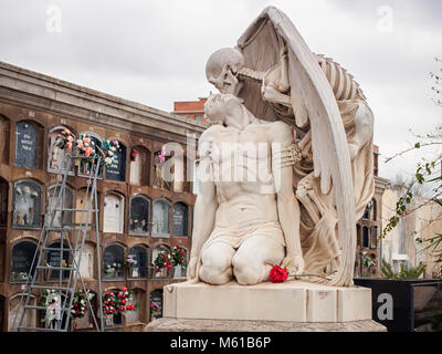 Kiss of death statue by Jaume Barba and Joan Fontbernat at Poblenou Cemetery - Stock Photo