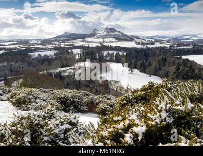 Scott's View under a blanket of snow. This viewpoint in the Scottish Borders overlooks the valley of the River Tweed - Stock Photo