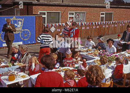Street party, Northdene Avenue, Seaham, County Durham, England, UK, 7 June 1977 to celebrate the Silver Jubilee - Stock Photo