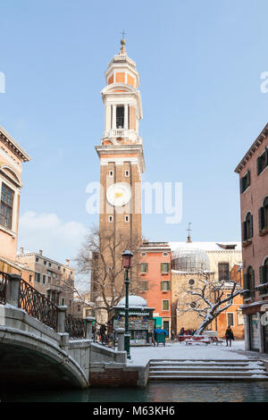 Venice, Veneto, Italy, 28th Fenbruary 2018. Rare snow in Venice caused by the Siberian weather front sweeping Europe, - Stock Photo