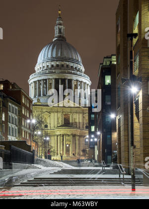 London, England, UK. 28th Feb, 2018. UK Weather: Snow lies around St Paul's Cathedral and the buildings of the City - Stock Photo