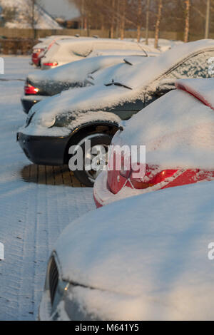Slough, UK. Wednesday 28th february 2018. UK weather: Travel chaos follows blanket of snow across London and the - Stock Photo