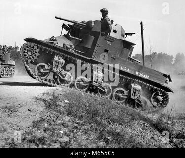 1930s 1940s SMALL AMERICAN ARMY M2 LIGHT TANK ON AN INCLINE BY SIDE OF ROAD - a2434 HAR001 HARS EXCITEMENT WORLD - Stock Photo