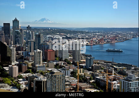 WA13785-00...WASHINGTON - View south from the Observation Deck on the Space Needle including the downtown Seattle - Stock Photo