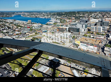 WA13787-00...WASHINGTON - View to the northeat including Lake Union, the Cascade Mountains as well as the shadow - Stock Photo