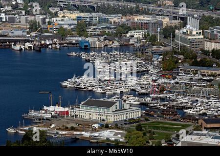 WA13792-00...WASHINGTON - View east of the southern end of Lake Union including, Lake Union Park, the Museum of - Stock Photo