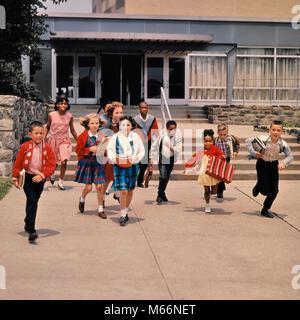 1960s GROUP OF SCHOOL CHILDREN RUNNING DOWN STEPS AWAY FROM SCHOOL BUILDING - ks3096 HAR001 HARS 10-12 YEARS 7-9 - Stock Photo