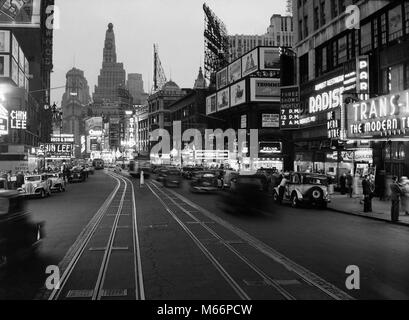 1930s 1934 NIGHT STREET SCENE ON BROADWAY LOOKING SOUTH TO TIMES SQUARE NEW YORK CITY USA - q74069 CPC001 HARS OLD - Stock Photo