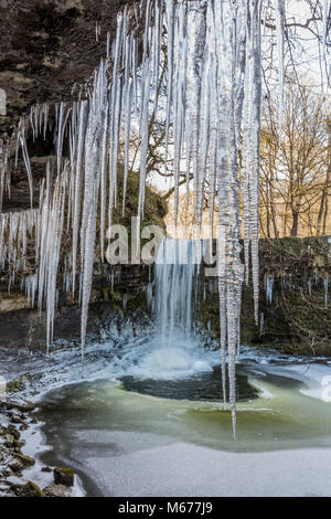 The sub-zero temperatures have turned the Sgwd Gwladys Waterfall into a Narnia-like scene. The 10 metre falls near - Stock Photo