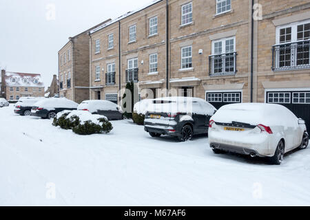 UK weather: Burley-in-Wharfedale, West Yorkshire, UK. 1st March 2018.  Snowed in, people make sensible choices leaving - Stock Photo