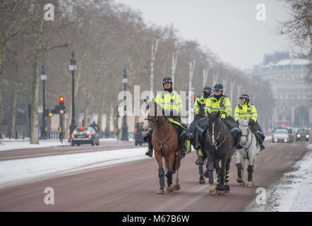 The Mall, London, UK. 1 March 2018. After overnight snow continuing into morning rush-hour, an icy wind empties - Stock Photo