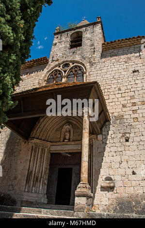 Front facade of the church Notre-Dame de Beauvoir, above the Moustiers-Sainte-Marie village. Located in the Provence - Stock Photo