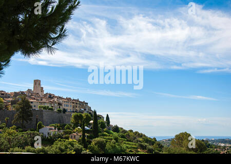 Panoramic view of the village of Saint-Paul-de-Vence on top of hill, a well preserved medieval hamlet near Nice. - Stock Photo