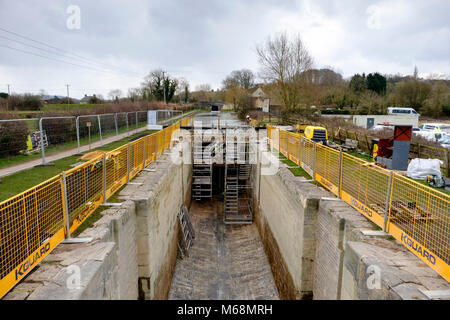 Maintenance on the Kennet and Avon Canal at Seend Wiltshire England New lock gates at lock 19 - Stock Photo